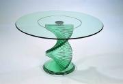 Stiklo baldai – futuristinis stilius, viduramžių idėja