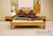 Ąžuolinė lengvų formų lova