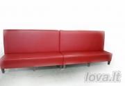 Raudonas odinis minkštasuolis biurui