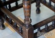 Stalas su keturiom kėdutėm