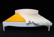 Miegamojo puošmena - balta medinė lova