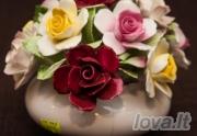 Kompozicija Vazelė su rožėmis