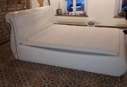 Moderni lova su patalynės dėže